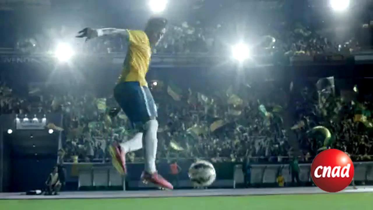内马尔为耐克毒蜂系列足球鞋拍的广告
